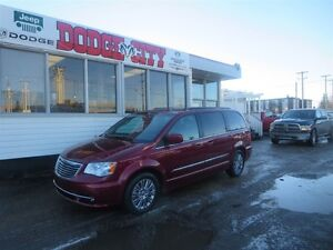 2014 Chrysler Town & Country Touring - L