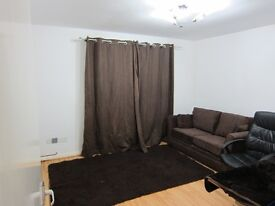 Large 1 bed flat, secure parking and 5 minutes from Canary Wharf