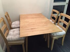 Excellent condition wooden extending dining table & 4 chairs