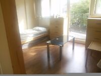 £95pw Big ensuite room to share with a girl , 1 min walk to Dalston Junction Station