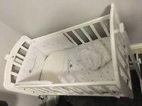 Crib with crib set