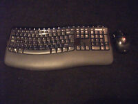 Microsoft Wireless Comfort Desktop 5000 Keyboard and Mouse Set