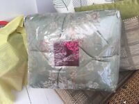 Bedspread brand new never been used 244cm x264cm plus one curtain to fit 160cm window