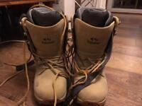 Snowboarding boots (UK size 9)