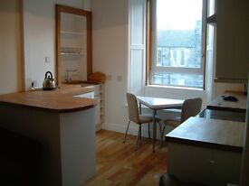 Double room in a lovely 2 bedroom flat, central location, well insulated, oak floorboards