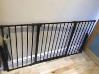 Child/pet safety gate with side extensions in excellent condition