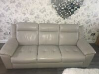 4 Piece Suite Leather, 3 Seater 2 Seater & 2 Electric recliners