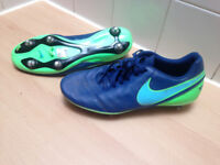 Mens size 8 green and blue Nike football boots