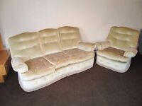 Very pretty ,comfortable immaculate 3 piece suite