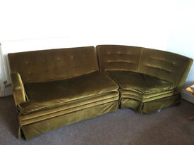 Sublime Velvet Olive vintage Sofa in good condition