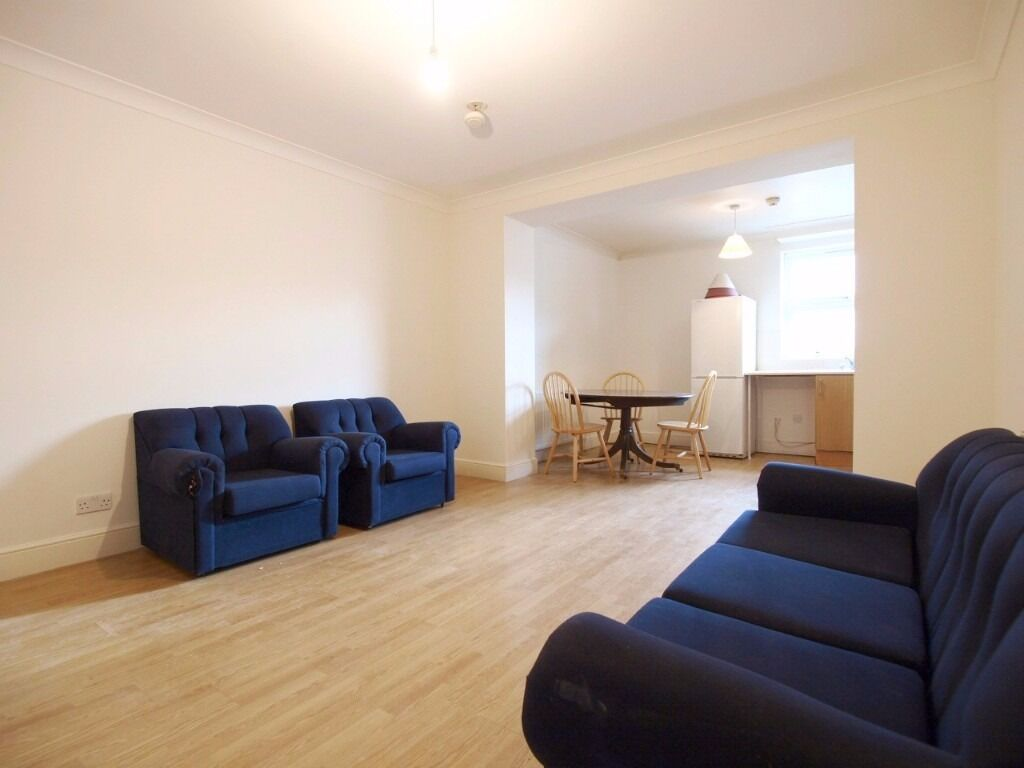Bright, Spacious & well-presented 3 double bedroom, split level conversion, open plan reception