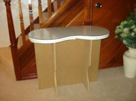 Kidney shape glass top dressing table