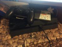 Playstation 4 + Dualshock 4 Controller + 2 games