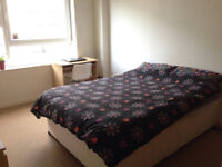 Room in flat with en suite bathroom available over summer