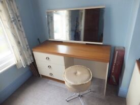 Dressing table with stool and 2 sets of drawers