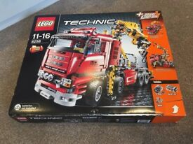 Lego 8258 truck / crane complete, boxed with instructions retired set 2009