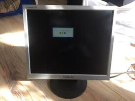 PC MONITOR Samsung Syncmaster 720N WORKING!!
