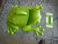 BATH TIDY. BOON GREEN FROG.
