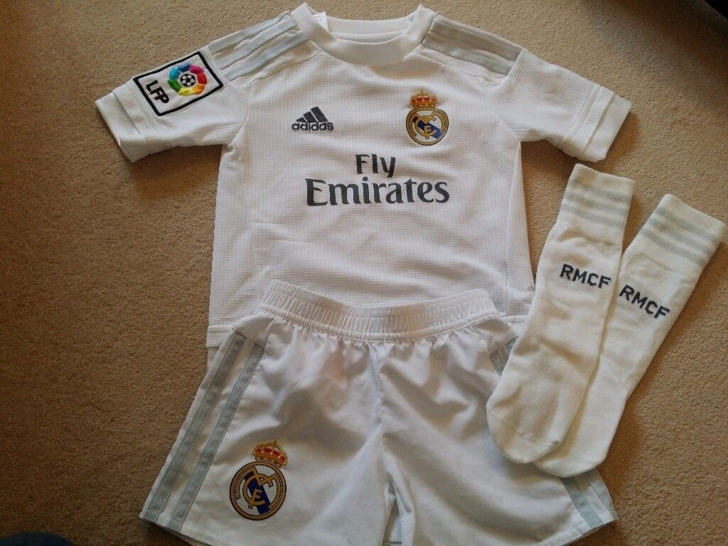 Real Madrid Strip with socks Size 2T