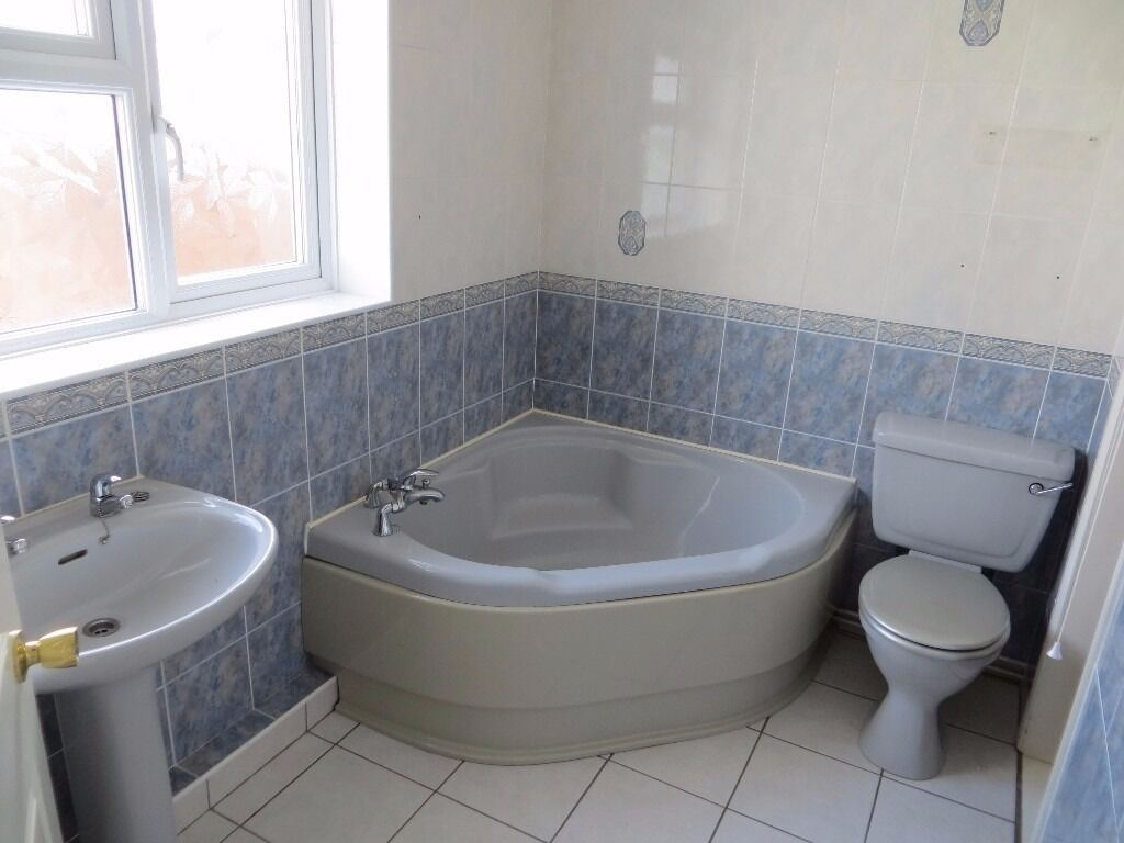 free bathroom suite comprising corner bath sink