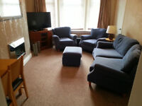 2 Bedroom Upper Cottage flat fully furnished in nice leafy part of Knightswood