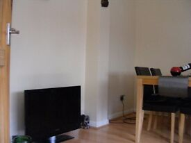 Room to rent in a modern house close to town centre