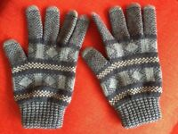 Soft lambswool gloves for 4-7 years old, by Brora