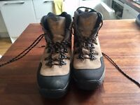 Saloman goretex contragrip walking / hiking boots mens 9.5