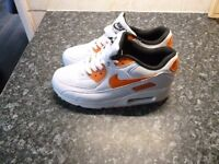 WOMENS TRAINERS SIZE 5 BRAND NEW