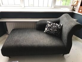 Chaise longue and 3 cushions