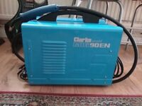 Dual gas/ Gasless mig welder, used twice, excellent condition