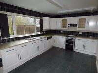 Fantastic, Large 4 Bedroom Semi-detached House With Front And Back Gardens. SPEEDY1517