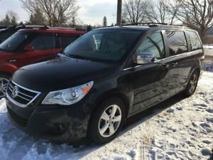 2009 Volkswagen Routan Execline, Fully loaded, WE APPROVE ALL CR