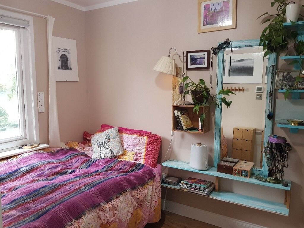 Homely house in Bermondsey, sunny double bedroom. Must love dogs.