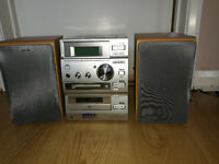 Sony mini hifi system with two speakers (CD/minidisc/radio/tape player)