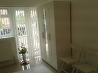 Hendon NW4- A double bedroom (studio) with mini kitchen and bathroom, avail NOW. 10/15 mins walking