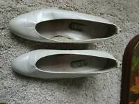 Vintage white shoes size 5 and a half