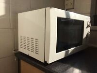 White Microwave 700w Immaculate conditions like new