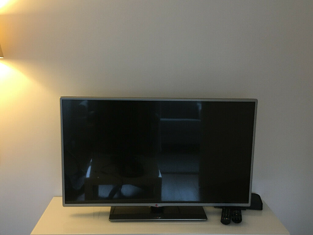 40in LG flat screen TV free (not working properly)   in East