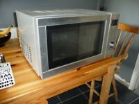 MICROWAVE OVEN & GRILL COMBINATION (TESCO) model MG30 IN GREAT CONDITION