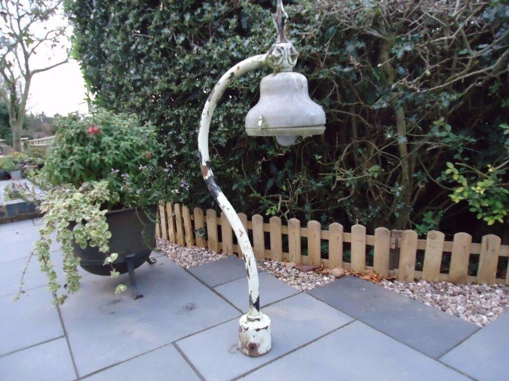 Old Lamp Post Lantern Top (no shade)