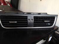Audi A4 Audi A5 - Dashboard Centre Fresh Air Vents - 8T2 820 951D