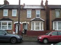 2 bedroom house in Oxford Road, Enfield