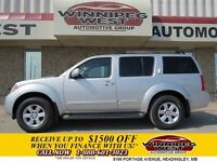 2008 Nissan Pathfinder Radiant Silver SE 4x4, DVD, Sunroof, Came