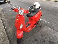 Vespa 125 lx 2005 c/w two helmets