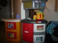 Little Tikes Play Kitchen with food & equipment