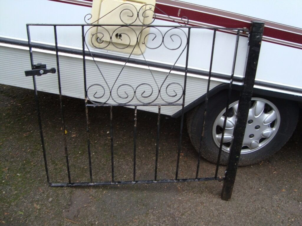 GARDEN GATE WITH FIXING POST AND LATCH PLASTIC COATED