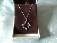 Gorgeous star necklace in sterling silver and rose gold