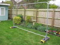 ACTAVO FENCING 6 x panels, Rubber bases, Couplers and Ground Pins - Used few days only