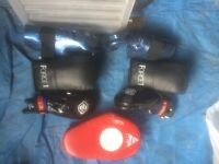 Two pairs adult sparing gloves 1 pair boxing gloves punch pad